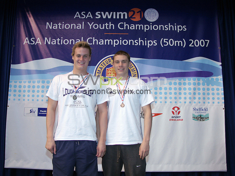 PICTURE BY VAUGHN RIDLEY/SWPIX.COM - Swimming - ASA Youth Championships 2007 - Ponds Forge, Sheffield, England - 01/08/07...Copyright - Simon Wilkinson - 07811 267706...Men's Open 1500m Freestyle Final (l-r), Silver - Michael Unsworth, Bronze - Daniel Fogg.