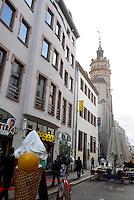 Stadtansichten 2009 -Nikolaistraße mit Nikolaikirche. Foto: Norman Rembarz..Norman Rembarz , ( ASV-Autorennummer 41043728 ), Holbeinstr. 14, 04229 Leipzig, Tel.: 01794887569, Hypovereinsbank: BLZ: 86020086, KN: 357889472, St.Nr.: 231/261/06432 - Jegliche kommerzielle Nutzung ist honorar- und mehrwertsteuerpflichtig! Persönlichkeitsrechte sind zu wahren. Es wird keine Haftung übernommen bei Verletzung von Rechten Dritter. Autoren-Nennung gem. §13 UrhGes. wird verlangt. Weitergabe an Dritte nur nach  vorheriger Absprache..