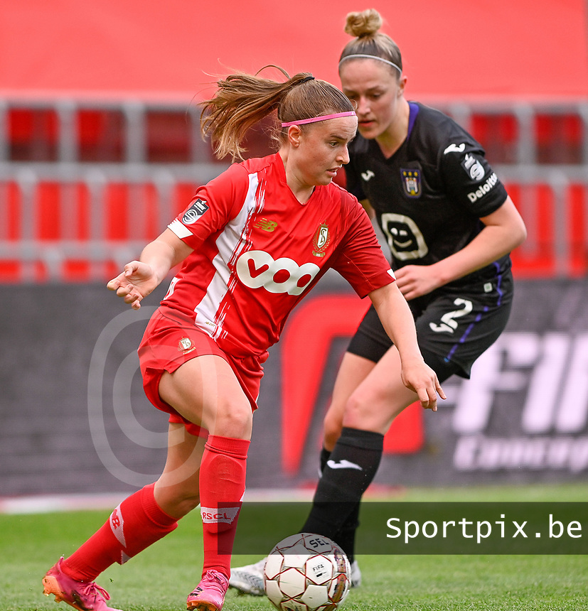 Davinia Vanmechelen (25) of Standard pictured with Michelle Colson (2) of Anderlecht during a female soccer game between Standard Femina de Liege and RSC Anderlecht on the 8th matchday in play off 1 of the 2020 - 2021 season of Belgian Scooore Womens Super League , tuesday 18 th of May 2021  in Angleur , Belgium . PHOTO SPORTPIX.BE | SPP | DAVID CATRY