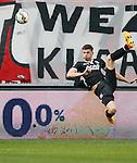 Nederland, Enschede, 26 april  2015<br /> Eredivisie<br /> Seizoen 2014-2015<br /> FC Twente-AZ<br /> Wesley Hoedt van AZ scoort met een omhaal.