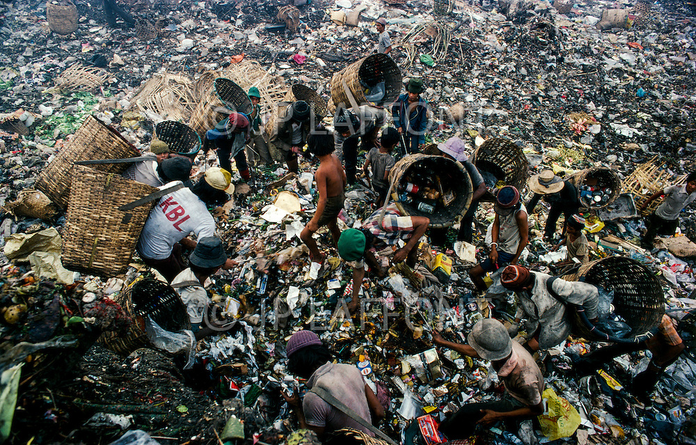 January 1979, Manila, Luzon Island, Philippines --- Young children specialize in collecting various types of valuable trash from the Payatas garbage dump outside of Manila. --- Image by © JP Laffont