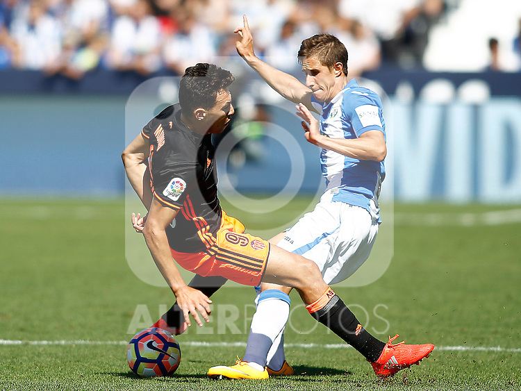 CD Leganes' Alexander Szymanowski (r) and Valencia CF's Munir El Haddadi during La Liga match. September 25,2016. (ALTERPHOTOS/Acero)