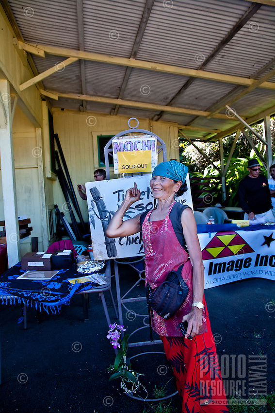 """Akiko points to """"Sold Out"""" sign at Akiko's Bed and Breakfast Mochi Pounding New Year's Event 2012, Big Island."""