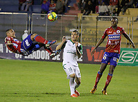 PASTO -COLOMBIA, 07-12-2013. Camilo Perez (Izq)  jugador del Deportivo Pasto disputa el balón con Rafael Santos Borre (Der) jugador del Deportivo Cali durante partido por la fecha 6 de los cuadrangulares finales de la Liga Postobón II 2013 realizado en el estadio La Libertad de Pasto./ Camilo Perez (L) player of Deportivo Pasto vies for the ball with Rafael Santos Borre (R) player of Deportivo Cali during the match for the 6th date of final quadrangulars of the Postobon  League II 2013 played at La Libertad in Pasto city. Photo: VizzorImage/STR