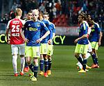 Nederland, Utrecht, 5 april 2015<br /> Eredivisie<br /> Seizoen 2014-2015<br /> FC Utrecht-Ajax (1-1)<br /> Teleurstelling bij spelers van Ajax na afloop van de wedstrijd. Met o.a. Davy Klaassen van Ajax