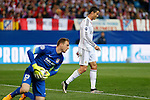 Atletico de Madrid's Oblak (L) and Real Madrid´s Cristiano Ronaldo during quarterfinal first leg Champions League soccer match at Vicente Calderon stadium in Madrid, Spain. April 14, 2015. (ALTERPHOTOS/Victor Blanco)