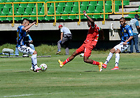 TUNJA - COLOMBIA, 30-01-2021: Edgardo Rito de Patriotas Boyaca F. C. y Frank Lozano de Boyaca Chico F. C. disputan el balon, durante partido de la fecha 3 entre Patriotas Boyaca F. C. y Boyaca Chico F. C. por la Liga BetPlay DIMAYOR I 2021, jugado en el estadio La Independencia de la ciudad de Tunja. / Edgardo Rito of Patriotas Boyaca F. C. and Frank Lozano of Boyaca Chico F. C. fight for the ball, during a match of the 3rd date between Patriotas Boyaca F. C. and Boyaca Chico F. C. for the BetPlay DIMAYOR I 2021 League played at the La Independencia stadium in Tunja city. / Photo: VizzorImage / Macgiver Baron / Cont.