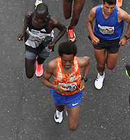 BOGOTA - COLOMBIA - 30 - 07 - 2017.El etíope Feyisa Lilesa fue el ganador de  la media maraton de Bogotá en su edición número 18   en la que participaron más de 43.000 atletas. . / Ethiopian Feyisa Lilesa was the winner of the Bogotá Half Marathon in its 18th edition in which more than 43,000 athletes participated. Photo: VizzorImage  / Felipe Caicedo  / Staff