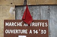 Europe/France/Midi-Pyrénées/46/Lot/Lalbenque: Le marché aux truffes
