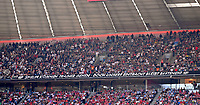 """28.04.2018, Football 1. Bundesliga 2017/2018, 32.  match day, FC Bayern Muenchen - Eintracht Frankfurt, in Allianz-Arena Muenchen. Banner Frankfurter fans of , wohl bezogen auf Trainer Niko Kovac (Eintracht Frankfurt): """"Spieler kommen, Trainer gehen - doch unsere Eintracht bleibt bestehen!"""" *** Local Caption *** © pixathlon<br /> <br /> Contact: +49-40-22 63 02 60 , info@pixathlon.de"""