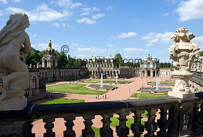 Deutschland, Freistaat Sachsen, Dresden: Zwinger, barockes Bauwerk, Kronentor und Wallpavillon   Germany, the Free State of Saxony, Dresden: Zwinger Palace, baroque building, Crown Gate and Wall Pavilion