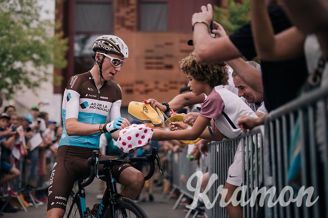 Romain Bardet (FRA/AG2R-La Mondiale) making some kids happy ahead of the last stage<br /> <br /> Stage 21: Houilles > Paris / Champs-Élysées (115km)<br /> <br /> 105th Tour de France 2018<br /> ©kramon