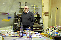 Pictured: Trustee Simon Mundy, in the artist's studio  Friday 02 December 2016<br /> The Sidney Nolan Trust, Rodd, Herefordshire, England, UK
