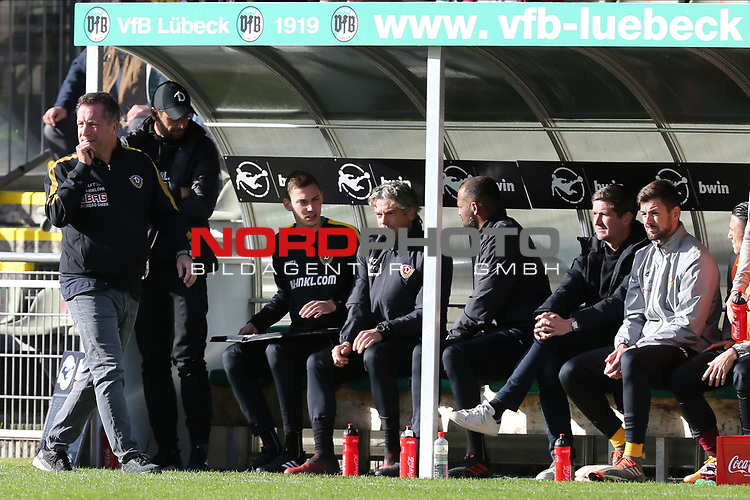 17.10.2020, Dietmar-Scholze-Stadion an der Lohmuehle, Luebeck, GER, 3. Liga, VfB Luebeck vs SG Dynamo Dresden <br /> <br /> im Bild / picture shows <br /> Trainer Markus Kauczinski (SG Dynamo Dresden) fiebert mit<br /> <br /> DFB REGULATIONS PROHIBIT ANY USE OF PHOTOGRAPHS AS IMAGE SEQUENCES AND/OR QUASI-VIDEO.<br /> <br /> Foto © nordphoto / Tauchnitz