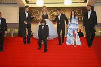 Colin Farrell, Sunny Suljic, Nicole Kidman, Barry Keoghan et Raffey Cassidy descendent les marches après la projection du film MISE A MORT DU CERF SACRE lors du soixante-dixième (70ème) Festival du Film à Cannes, Palais des Festivals et des Congres, Cannes, Sud de la France, lundi 22 mai 2017. Philippe FARJON / VISUAL Press Agency