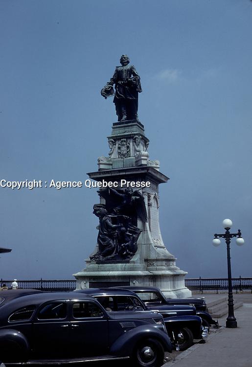 La ville de Quebec en juillet 1957, Champlain<br /> <br /> PHOTO  : Agence Quebec Presse