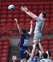 5th February 2021; Ashton Gate Stadium, Bristol, England; Premiership Rugby Union, Bristol Bears versus Sale Sharks; Josh Beaumont of Sale Sharks wins the lineout ball under pressure from Ed Holmes of Bristol Bears