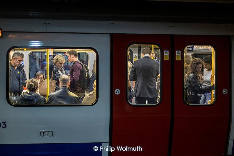 London rush hour passengers on a train at Baker Street underground station