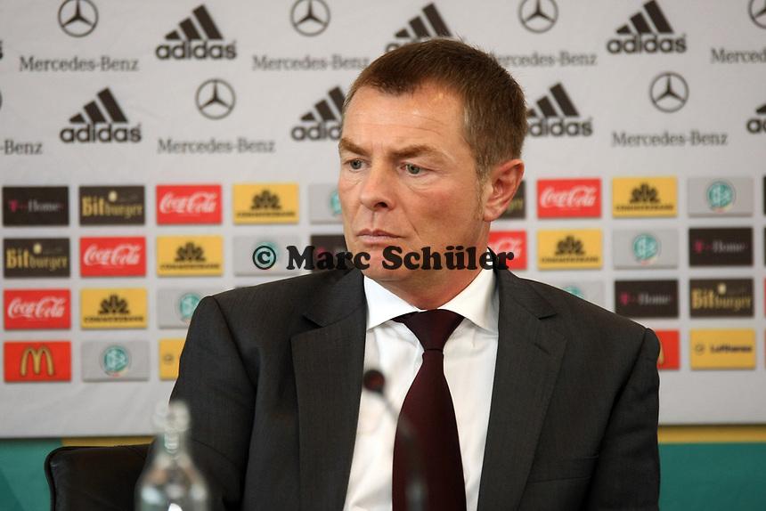 DFB-Sicherheitsbeauftragter Helmut Spahn<br /> DFB-Pressekonferenz zum Thema Sicherheit im Fussball<br /> *** Local Caption *** Foto ist honorarpflichtig! zzgl. gesetzl. MwSt. Auf Anfrage in hoeherer Qualitaet/Aufloesung. Belegexemplar an: Marc Schueler, Am Ziegelfalltor 4, 64625 Bensheim, Tel. +49 (0) 151 11 65 49 88, www.gameday-mediaservices.de. Email: marc.schueler@gameday-mediaservices.de, Bankverbindung: Volksbank Bergstrasse, Kto.: 151297, BLZ: 50960101