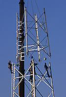 GERMANY, construction of new lattice steel tower for new electric power grid of EON AG / Deutschland, Ausbau des Stromnetz der Eon AG in Schleswig-Holstein, 4 Arbeiter mit 4 Eimer mit Schrauben fuer Verbindung von zwei Stahlgittermast Elementen