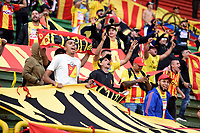 TUNJA - COLOMBIA, 23-10-2021: Hinchas del Pereira animan a su equipo durante partido por la fecha 15 de la Liga BetPlay DIMAYOR II 2021 entre Patriotas Boyacá F.C. y Deportivo Pereira jugado en el estadio La Independencia de la ciudad de Tunja. / Fans of Pereira cheer for their team during match for the date 15 of the BetPlay DIMAYOR League II 2021 between Patriotas Boyaca F.C. and Deportivo Pereira played at La Independencia stadium in Tunja city. Photo: VizzorImage / Macgiver Baron / Cont
