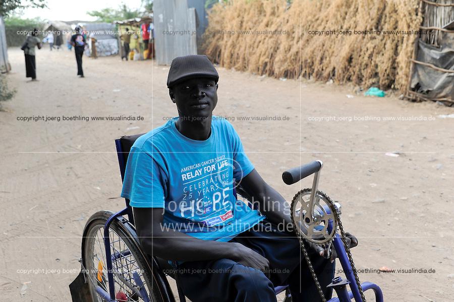 KENYA Turkana Region, UNHCR refugee camp Kakuma, where permanent 80.000 refugees from Somalia, Ethiopia, South Sudan are living / KENIA UNHCR Fluechtlingslager Kakuma in der Turkana Region , hier leben ca. 80.000 Fluechtlinge aus Somalia Sudan Aethiopien u.a., Fluechtling Daniel Bol aus dem Suedsudan