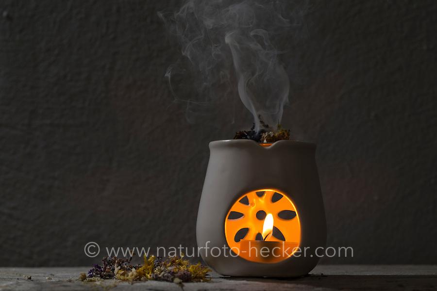 Räuchern mit Kräutern, Kräuter, Wildkräuter, Duftkräuter, Duft, Räucher-Stövchen, Räucherstövchen, Kerze, Kerzenschein, wellness, Raunächte, ätherische Öle, Geruch, Duftkerze, Stimmung, Gemütlich, Gemütlichkeit. Smoking with herbs, wild herbs, aromatic herbs, fumigate, cure, incense, Incense Warmer, portable hearth, Incense Burner, smell, candle, candlelight, wellness, essential oils, aroma, fragrance candle, mood, Comfortable, cozy atmosphere. Baumharz, Harz, tree gum, liquid pitch. Echter Lavendel, Lavandula angustifolia, Lavender. Oregano, Wilder Dost, Echter Dost, Oreganum, Gemeiner Dost, Origanum vulgare, Oregano, Wild Marjoram. Tüpfel-Johanniskraut, Echtes Johanniskraut, Tüpfeljohanniskraut, Hypericum perforatum, St. John´s Wort. Gewöhnlicher Beifuß, Beifuss, Artemisia vulgaris, Mugwort, common wormwood. Salbei, Salvia spec., Sage. Echtes Mädesüß, Mädesüss, Filipendula ulmaria, Meadow Sweet, Quenn of the Meadow.