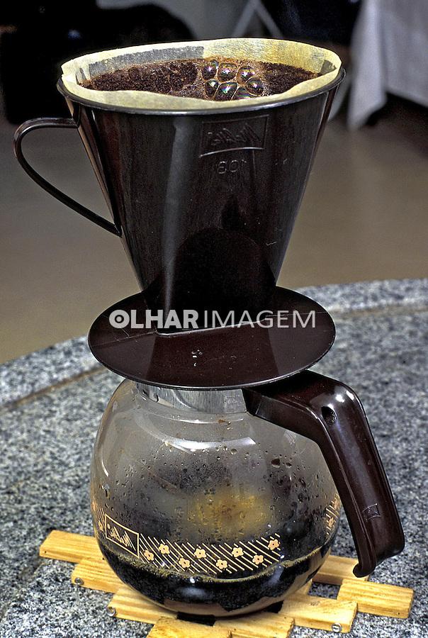 Cafeteira com café. Foto de Manuel Lourenço.