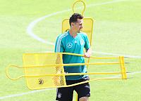 Assistenztrainer Miroslav Klose (Deutschland, Germany) baut das Training auf - 28.05.2018: Training der Deutschen Nationalmannschaft zur WM-Vorbereitung in der Sportzone Rungg in Eppan/Südtirol