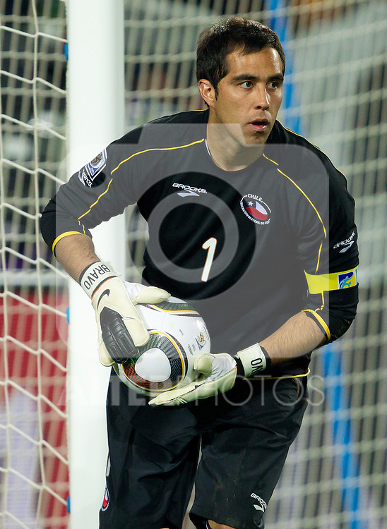 Goalkeeper of Chile Claudio Bravo during the 2010 FIFA World Cup South Africa. EXPA Pictures © 2010, PhotoCredit: EXPA/ Sportida/ Vid Ponikvar +++ Slovenia OUT +++