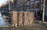 Nederland  Amsterdam - 31 december 2020.    Lockdown. Horeca is gesloten. Stoelen op een terras in de binnenstad.  Foto : ANP/ HH / Berlinda van Dam