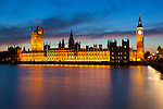 United Kingdom, England, London: View over River Thames to Houses of Parliament and Big Ben at dusk | Grossbritannien, England, London: Big Ben und Parliament an der Themse am Abend