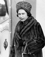 Visite de la Reine Elizabeth II les 10 et 11 Octobre 1964, a Québec<br /> <br /> <br /> With separatists threatening the Queen's life; security was tight in the fall of 1964.<br /> <br /> 1964<br /> <br /> PHOTO :  Doug Griffin - Toronto Star Archives - AQP