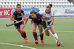 v.li.: Clara Badia Bogner (MHC, 9), Paulina Niklaus (MHC, 25), Katharina Kiefer (Mülheim, 21), Zweikampf, Spielszene, Duell, duel, tackle, tackling, Dynamik, Action, Aktion, 01.05.2021, Mannheim  (Deutschland), Hockey, Deutsche Meisterschaft, Viertelfinale, Damen, Mannheimer HC - HTC Uhlenhorst Mülheim <br /> <br /> Foto © PIX-Sportfotos *** Foto ist honorarpflichtig! *** Auf Anfrage in hoeherer Qualitaet/Aufloesung. Belegexemplar erbeten. Veroeffentlichung ausschliesslich fuer journalistisch-publizistische Zwecke. For editorial use only.