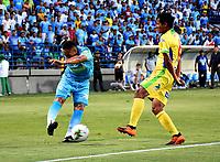 MONTERÍA-COLOMBIA, 29-10-2019: Darwin López de Jaguares de Córdoba y Luis Mosquera de Atlético Huila, disputan el balón durante partido entre Jaguares de Córdoba y Atlético Huila de la fecha 20 por la Liga Águila II 2019, en el estadio Jaraguay de Montería de la ciudad de Montería. / Darwin Lopez of Jaguares de Cordoba and Luis Mosquera of Atletico Huila, fights for the ball during a match between Jaguares de Cordoba and Atletico Huila, of the 20th date for the Leguaje Aguila II 2019 at Jaraguay de Montería Stadium in Monteria city. / Photo: VizzorImage / Andrés López  / Cont.