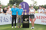 Paula Creamer (right) at the 1st hole during the World Celebrity Pro-Am 2016 Mission Hills China Golf Tournament on 21 October 2016, in Haikou, China. Photo by Weixiang Lim / Power Sport Images