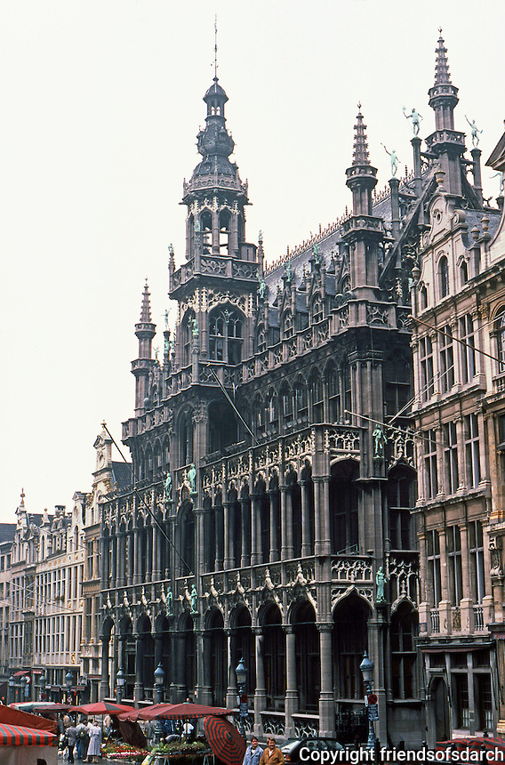 Brussels: Grand Place--King's House in rain. Photo '87.