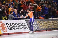 SPEEDSKATING: CALGARY: 03-03-2019, ISU World Allround Speed Skating Championships, World Champion Patrick Roest (NED), felicitaties van zijn ouders, ©Fotopersburo Martin de Jong