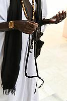 SENEGAL, Touba, Hauptstadt der Bruderschaft der Mouriden, Moschee, Muslim mit islamischer Gebetskette, Misbaha oder Subha