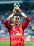Goalkeeper Keylor Navas of Real Madrid holds the UEFA Goalkeeper of the Season 2017/18 award prior to the La Liga 2018-19 match between Real Madrid and CD Leganes at Estadio Santiago Bernabeu on September 01 2018 in Madrid, Spain. Photo by Diego Souto / Power Sport Images