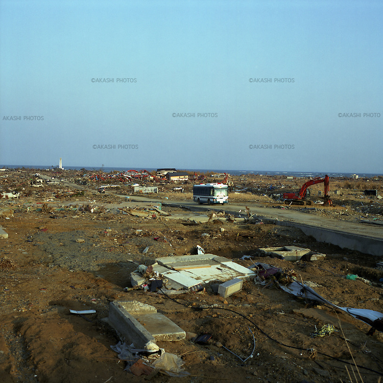 On March 11, 2011, earthquake of magnitude 9.0 and devastating tsunami hit the Tohoku area, killing more than 15,000 people and missing more than 5,000 people. Sanriku district in Ofunato, Iwate, was completely washed away by tsunami.<br /> <br /> On March 11, 2011, earthquake of magnitude 9.0 and devastating tsunami hit the Tohoku area, killing more than 15,000 people and missing more than 5,000 people. Sanriku district in Ofunato, Iwate, was completely washed away by tsunami.