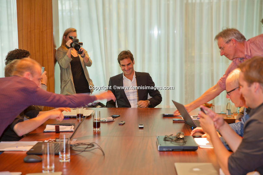 Oktober 21, 2015, Geneve , Swiss, Tournament Director Richard Krajicek meets with Roger Federer  <br /> Photo: Tennisimages/Henk Koster