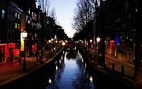 Nederland Amsterdam 2020. Red Light District. Oudezijds Achterburgwal. Het is erg rustig op de Wallen. Foto Berlinda van Dam / Hollandse Hoogte