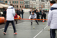 09-02-12, Netherlands,Tennis, Den Bosch, Daviscup Netherlands-Finland, Straattennis, Thiemo de Bakker(L) jean-Julien Rojer(m) en Jesse Huta Galung is actie op de Markt