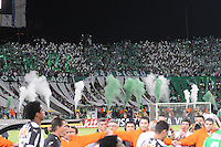 MEDELLÍN -COLOMBIA-23-04-2014. Seguidores de Atlético Nacional de Colombia alientan a su equipo durante el partido de ida con Atlético Mineiro de Brasil por los octavos de final de la Copa Libertadores de América 2014 jugado en el estadio Atanasio Girardot de Medellín, Colombia./ Supporters of Atletico Nacional of Colombia encoureage their team during the first leg match against Atletico Mineiro of Brazil for the knockout stages of the Copa Libertadores championship 2014 played at Atanasio Girardot stadium in Medellin, Colombia. Photo: VizzorImage/ Luis Ríos /STR