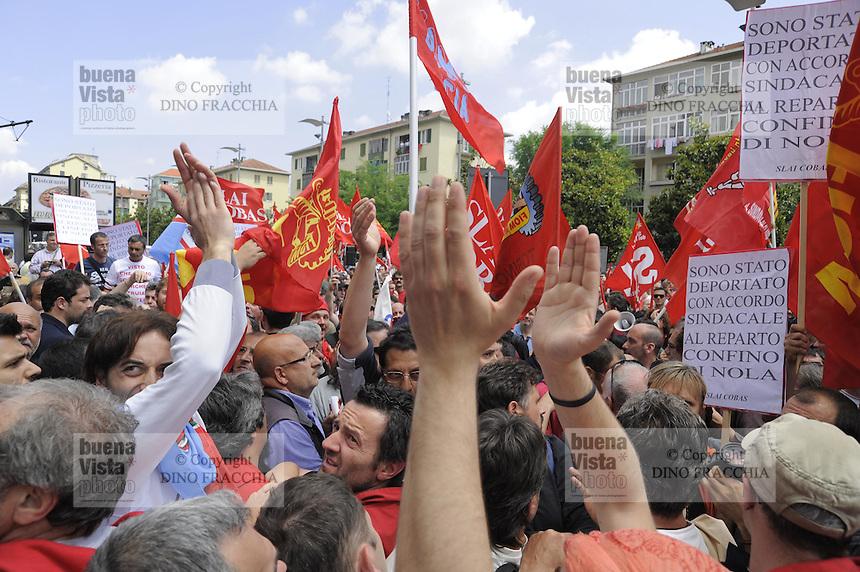 - Turin,  general strike of  FIAT workers; dispute between institutional unions and COBAS indipendent  labor union....- Torino, sciopero generale dei lavoratori FIAT; contestazione fra sindacati confederali e sindacato autonomo COBAS....
