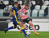 Calcio, Serie A: Juventus - Hellas Verona, Turin, Allianz Stadium, October 25, 2020.<br /> Juventus' Dejan Lulusevsky (r) in action with Hellas Verona's captain Davide Faraoni (l) during the Italian Serie A football match between Juventus and Hellas Verona at the Allianz stadium in Turin, October 25,,2020.<br /> UPDATE IMAGES PRESS/Isabella Bonotto