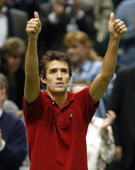 20040219, Rotterdam, ABNAMRO WTT, John van Lottum bedankt het publiek na zijn verlies van Ferrero
