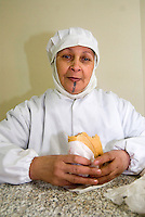 La Pollo del Campo, azienda del gruppo Amadori, si trova a Galeata, in provincia di Forlì Cesena, produce diversi alimenti a base di carne di pollo. immigrazione