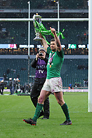 Rob Kearney of Ireland celebrates winning the Triple Crown and Grand Slam after the NatWest 6 Nations match between England and Ireland at Twickenham Stadium on Saturday 17th March 2018 (Photo by Rob Munro/Stewart Communications)
